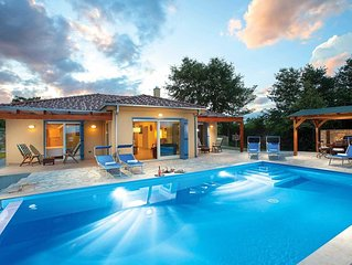 New villa just 1km from town w/ infinity pool and a host of local amenities