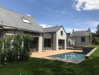 Grande maison avec piscine chauffée et grandes terrasses. Belles plages à pied!