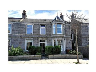 Apartment To Suit All! Perfect Location With Easy Access To Centre Of Town