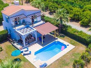 Argaka Sun Villa Ena: Large Private Pool, Walk to Beach, Sea Views, A/C, WiFi