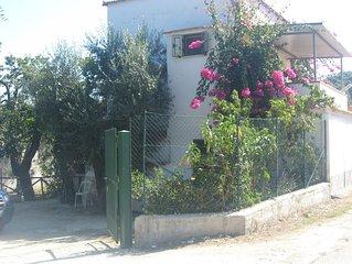 Bilocale con terrazzo, giardino e posto auto