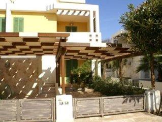 Le villette Mimosa sono situate in Baia Verde, Gallipoli, all'interno di un resi