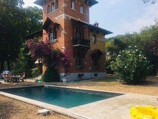 Storica villa con piscina, enorme parco e vista lago mozzafiato per 10 persone