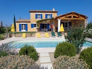 Villa 2010 tout confort, climatisée, piscine privée chauffée dans lieu privilégi