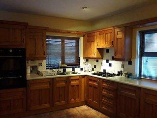 Tasteful Apartment Foxford Town Centre - short term let (year round)