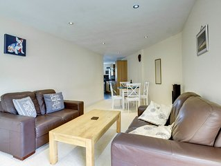 Holiday Apartment in Abergavenny near the town Centre with parking.  - Size – sl