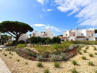 3 bedroom Villa, sleeps 6 with Walk to Beach & Shops