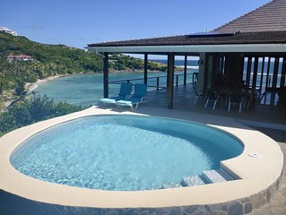 Gorgeous beachside Villa with spectacular views, kayaks  pool/barbecue area.