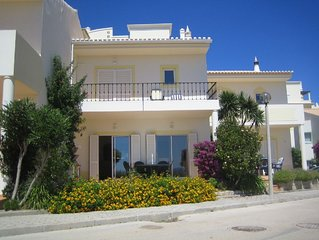 Magnificent 2 Bed Town House overlooking the beach at Meia Praia