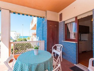 2 bedroom Apartment, sleeps 4 with FREE WiFi and Walk to Beach & Shops