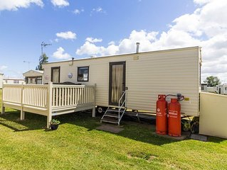 Affordable caravan for hire at California cliffs holiday park. ref 50049E