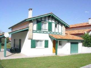 Maison spacieuse au calme avec jardin clos,terrasse couverte, garage, parking