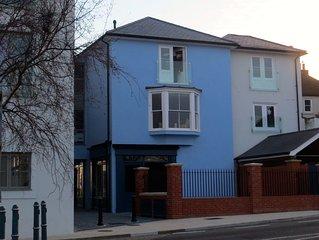 Popular modern quiet 2 bedroom apartment next to Deal Pier