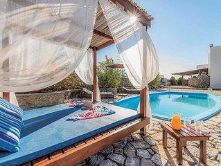 4 bedroom villa, walking distance to shops, restaurants and beach, Ping-Pong, la