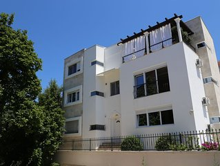 New modern 1 Bed apartment in Tivat old harbour very near Porto Montenegro