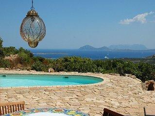Superbe villa, vue mer Cala di Volpe, proche club golf, TARIF TOUT INCLUS