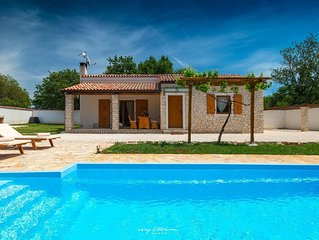 Charming villa with pool in Medulin