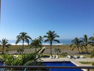 Playa La Barqueta Condominio totalmente amoblado frente a la playa