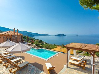 Villa Diona: Large Private Pool, Walk to Beach, Sea Views, A/C, WiFi