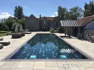 Spectacular house with pool and tennis court