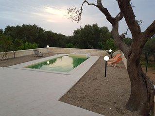 Villa con piscina immersa tra gli ulivi, a pochi minuti dal mare