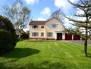 Family Friendly  Spacious House & Gardens. 5 mins from Sandy Beaches & Castles!