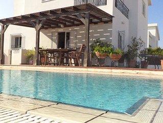 Poolside Beachside, Close Amenities, Luxury, 5 Bedrooms, Nightlife