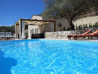 Modern 3 bedroom, 4 bathroom villa with shared pool