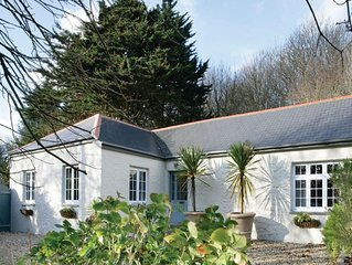 St Corantyn Cottage is a uniquely decorated property, in picturesque Cornwall co