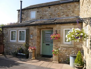 Poppy Cottage No. 1 - with hot tub - 1 bedroom cottage - ideal couples retreat