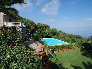 3 bedroom Villa, sleeps 8 with Pool, Air Con, FREE WiFi and Walk to Shops
