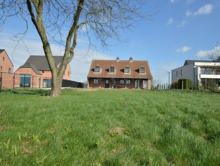 Detached mansion for 10 people with ginormous garden in Linter.
