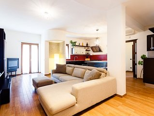 Central Sorrento, recently renovated 2 Double BR, 2 BT, living, balcony, WiFi