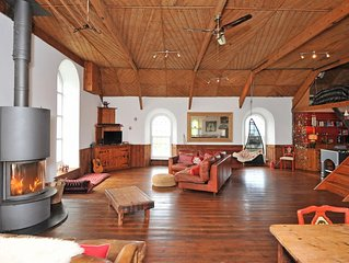 Funky, Old Chapel With Sea Views For Families And Groups