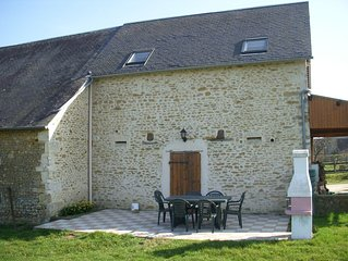 Charming and fully equipped rural gite with shared heated pool (WiFi exterior)