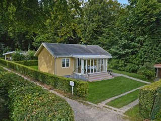 Haus aus Holz auf 1000 m2 Wald-Grundstück für 4 Personen
