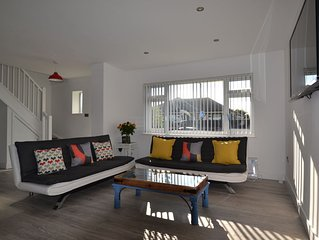 Deluxe 2 bedroom  with seaviews . Brighton and Lewes  nearby