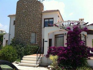 Prime Location Spacious Villa, Private Pool/Garden & Sea View