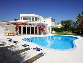 Paz - Stunning, contemporary 4-bedroom villa with pool and garden, on golf cours