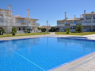 Delightful 2 Bedrooms Apt (Private Complex) AC, Wi-fi, Beaches 500m, Golf 2km