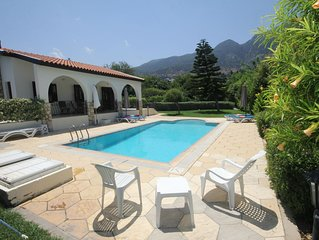 Longville Lodge with secluded garden and private pool