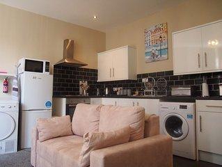 Ground floor, 2 bedroom & 2 bathroom apartment in Llandudno, Llewellyn Avenue