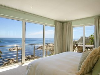 Camps Bay Luxury Penthouse directly on Ocean.