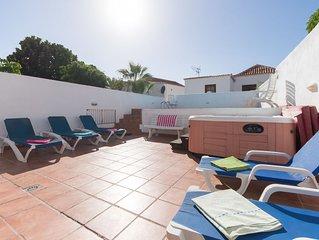 6 Bedroom Villa. Central Las Americas. Private Heated Pool. Jacuzzi. Sleeps 15.