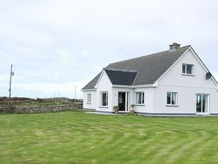 Foregloss Cottage, Ballyconneely - sleeps 8 guests  in 4 bedrooms