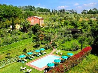 Villa Geko, circondata dal verde, con piscina, ampi spazi all'aperto, puo ospita