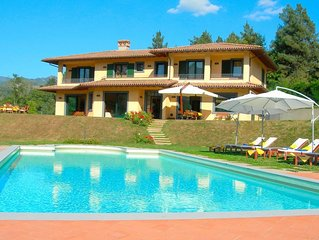 Wonderful private villa with WIFI, private pool, hot tub, TV, patio, panoramic v