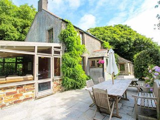 St Yse Cottage - sleeps 6 guests  in 3 bedrooms