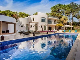 8 bedroom Villa, sleeps 16 with Pool, Air Con and FREE WiFi