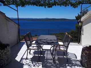One bedroom apartment with terrace and sea view Zavala (Hvar) (A-8912-a)